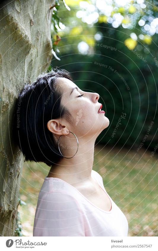 Schönheit im Park V Lifestyle Stil schön Sommer Garten Mensch feminin Frau Erwachsene Kopf 1 18-30 Jahre Jugendliche Natur Mode Unterwäsche Tattoo Coolness
