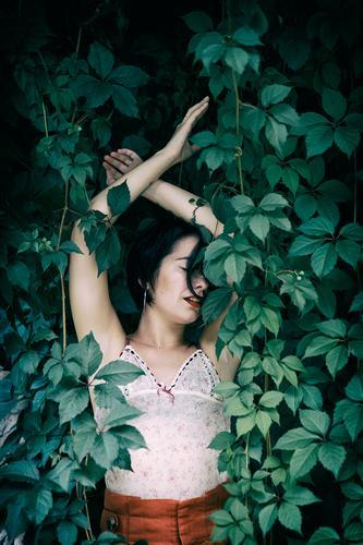 tätowierte Frau III Lifestyle Stil schön Sommer Garten Mensch feminin Erwachsene Körper 1 18-30 Jahre Jugendliche Natur Park Mode Unterwäsche Tattoo Coolness