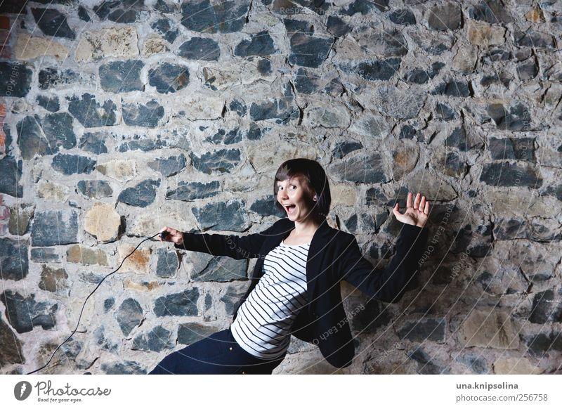 froh dabei zu sein Feste & Feiern Tanzen feminin Junge Frau Jugendliche Erwachsene 1 Mensch 18-30 Jahre Mode Stein festhalten lachen authentisch frech