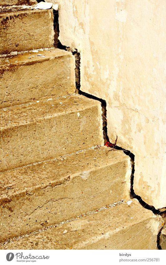 losgelöst Treppe alt authentisch eckig Stadt Verfall Wandel & Veränderung Wege & Pfade baufällig aufwärts Betontreppe Strukturen & Formen Riss Fuge Farbfoto