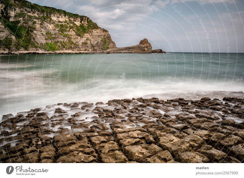stone washed Natur Landschaft Luft Wasser Himmel Wolken Horizont Sommer Felsen Berge u. Gebirge Wellen Küste Strand Meer Menschenleer maritim blau braun grün