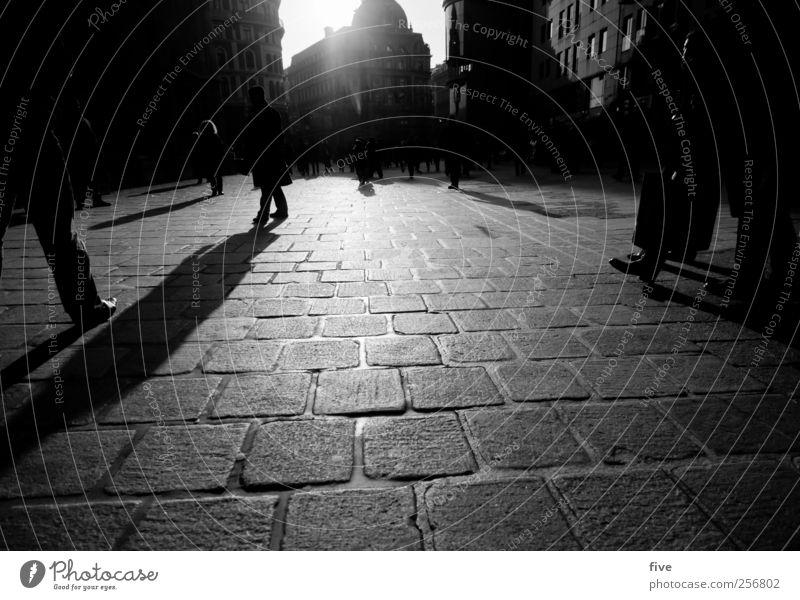 wiener stadtleben Mensch Stadt Ferien & Urlaub & Reisen Haus Fenster Wand Gefühle Architektur Gebäude Mauer Stimmung Fuß Ausflug Platz Abenteuer Tourismus