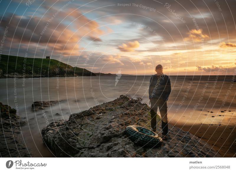 Der alte Mann und das Meer Mensch Himmel Natur Sommer blau grün Landschaft Strand Erwachsene Küste Gras orange braun grau