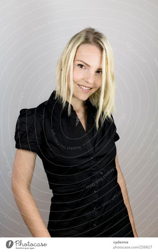 Ganz nett Mensch Jugendliche schön Freude Erwachsene Leben träumen Zufriedenheit blond elegant lernen Zukunft Lifestyle 18-30 Jahre einzigartig Wunsch