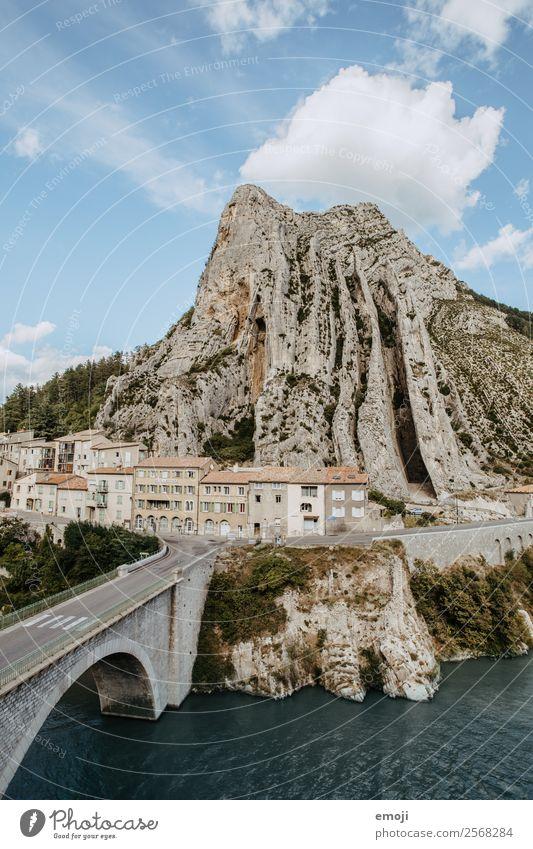 Sisteron Natur Felsen Fluss Kleinstadt Haus Brücke Sehenswürdigkeit außergewöhnlich natürlich Tourismus Frankreich Farbfoto Außenaufnahme Tag Vogelperspektive