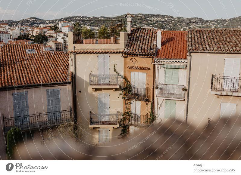 Cannes Stadt Haus Mauer Wand Fassade Balkon Fenster braun Tourismus Farbfoto Außenaufnahme Menschenleer Tag Schwache Tiefenschärfe