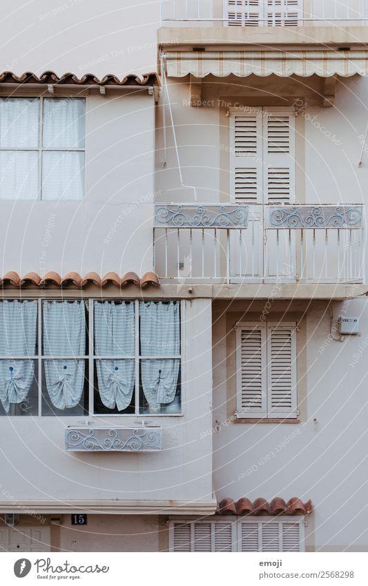 Cannes Stadt Haus Mauer Wand Fassade Balkon Fenster alt hell Farbfoto Gedeckte Farben Außenaufnahme Detailaufnahme Menschenleer Tag Totale