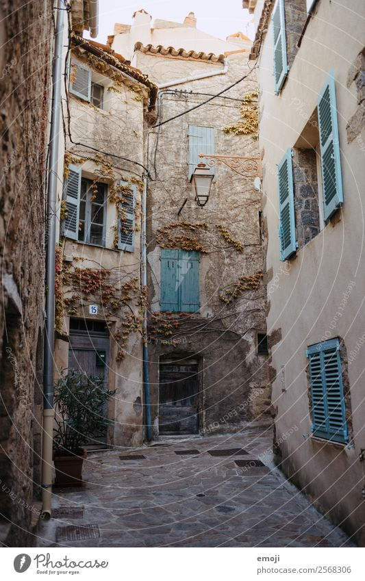 Ramatuelle Stadt Haus Mauer Wand Fassade Fenster Tür alt Armut ramatuelle Cote d'Azur Gasse Farbfoto Außenaufnahme Menschenleer Tag Weitwinkel
