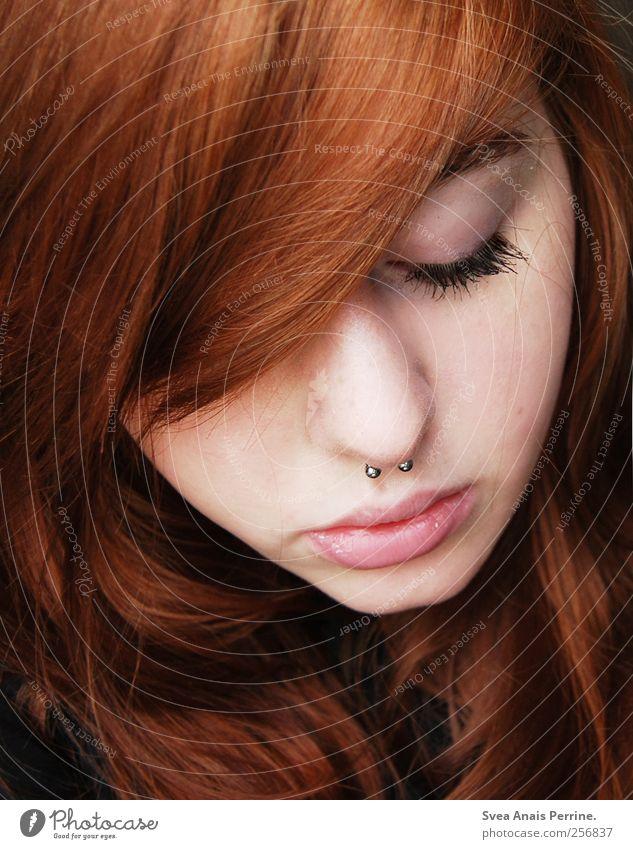 ... feminin Junge Frau Jugendliche Haare & Frisuren Gesicht 1 Mensch 18-30 Jahre Erwachsene rothaarig langhaarig schön Wimpern Schmollmund Piercing septum