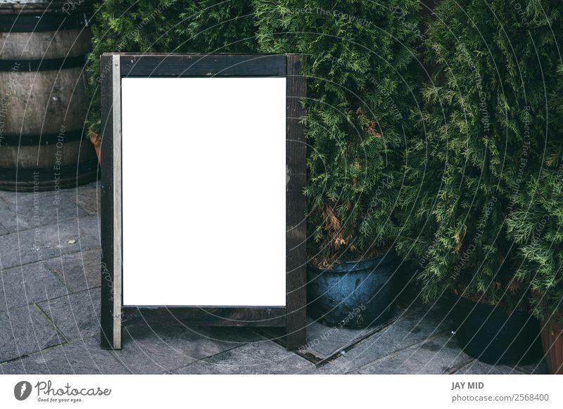 Leere Werbetafel im Restaurant, auf der Straße Design Tafel Business Pflanze Holz stehen schwarz Werbung Holzplatte Speisekarte Attrappe Rahmen blanko Zeichen
