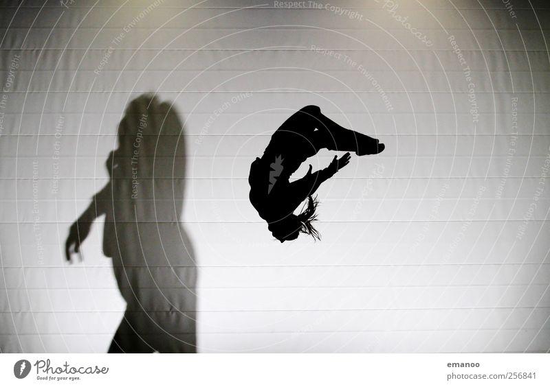 Die Silhouette und das Biest Stil Freude Sport Sportler Mensch Körper 2 Bewegung fliegen springen sportlich hässlich hoch schön schwarz Angst Trampolin Salto