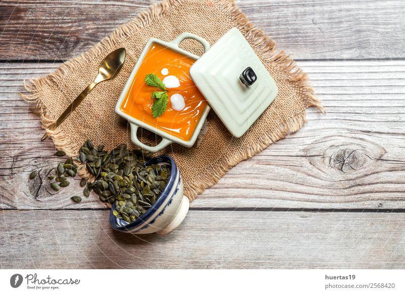 Kürbiscreme in der Schüssel Lebensmittel Wurstwaren Gemüse Suppe Eintopf Abendessen Vegetarische Ernährung Diät Teller Schalen & Schüsseln Löffel Gesundheit