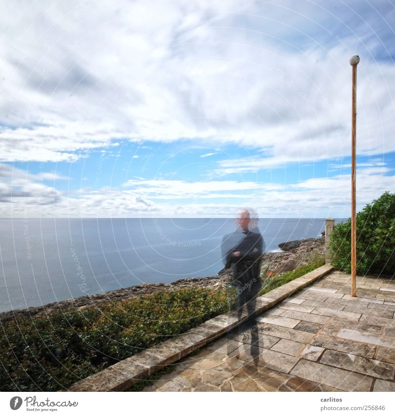 Ich&Ich Urelemente Luft Wasser Himmel Wolken Sommer Schönes Wetter Sträucher Küste Meer Terrasse stehen Fahnenmast Naturstein diagonal polygonal Rechteck