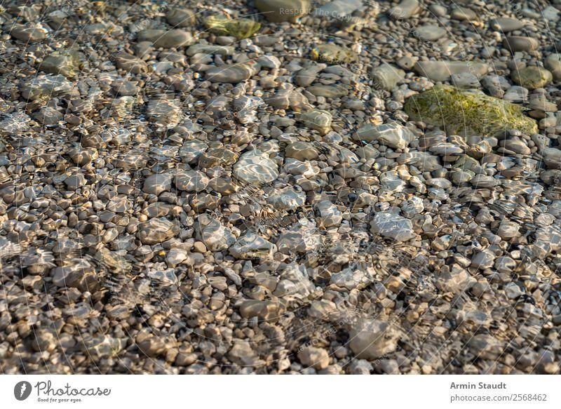 Kieselsteine im Meer Design Leben harmonisch Sinnesorgane Erholung ruhig Umwelt Natur Urelemente Wasser Wellen Küste Seeufer Flussufer Strand Bucht Flüssigkeit