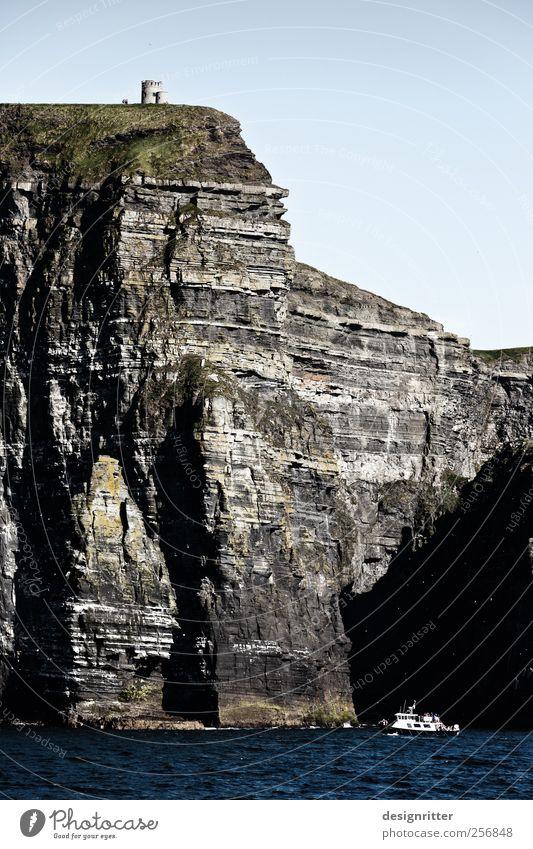 Relation Ferien & Urlaub & Reisen Tourismus Sightseeing Sommer Meer Wellen Felsen Berge u. Gebirge Schlucht Atlantik Klippe Cliffs of Moher Republik Irland Turm