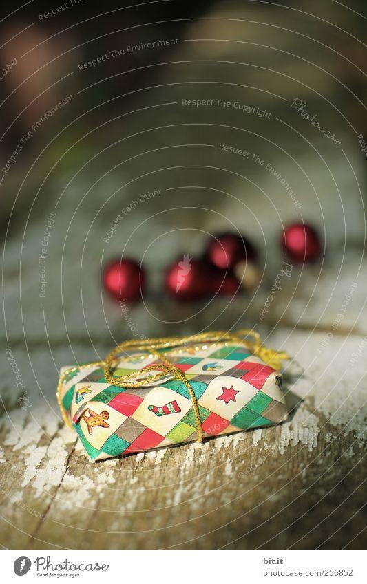 noch fünfmal schlafen... Häusliches Leben Dekoration & Verzierung Feste & Feiern Weihnachten & Advent glänzend Kitsch klein Weihnachtsdekoration Christbaumkugel