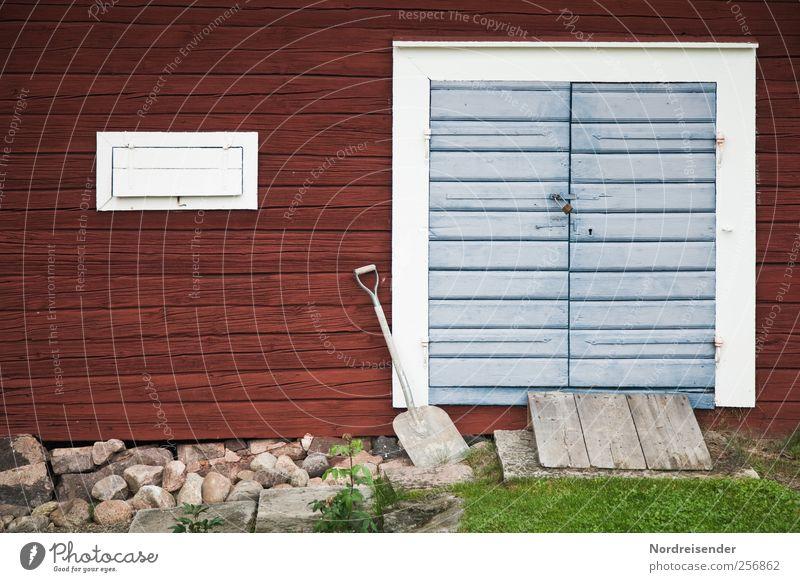 Warten auf Schnee.... Gartenarbeit Schaufel Fischerdorf Haus Gebäude Architektur Mauer Wand Fassade Tür Holz Linie Streifen Arbeit & Erwerbstätigkeit bauen blau