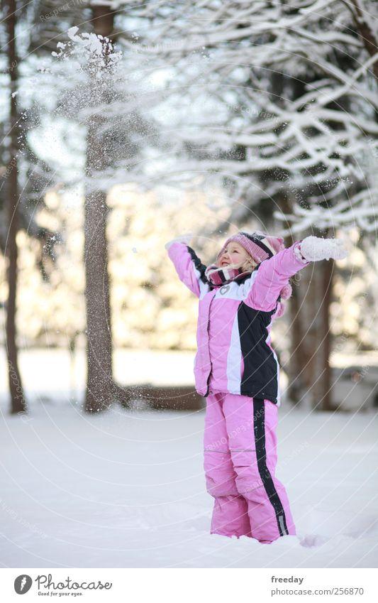 Schneeee.... Mensch Kind Mädchen Winter Wald kalt Schnee Spielen Garten Glück lachen Schneefall Gesundheit Kindheit Freizeit & Hobby rosa
