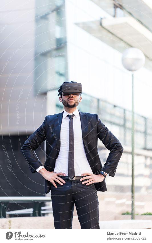 Jugendliche Junger Mann Erwachsene Business modern Kommunizieren Technik & Technologie Perspektive Unendlichkeit Gesellschaft (Soziologie) digital Anzug Entwurf