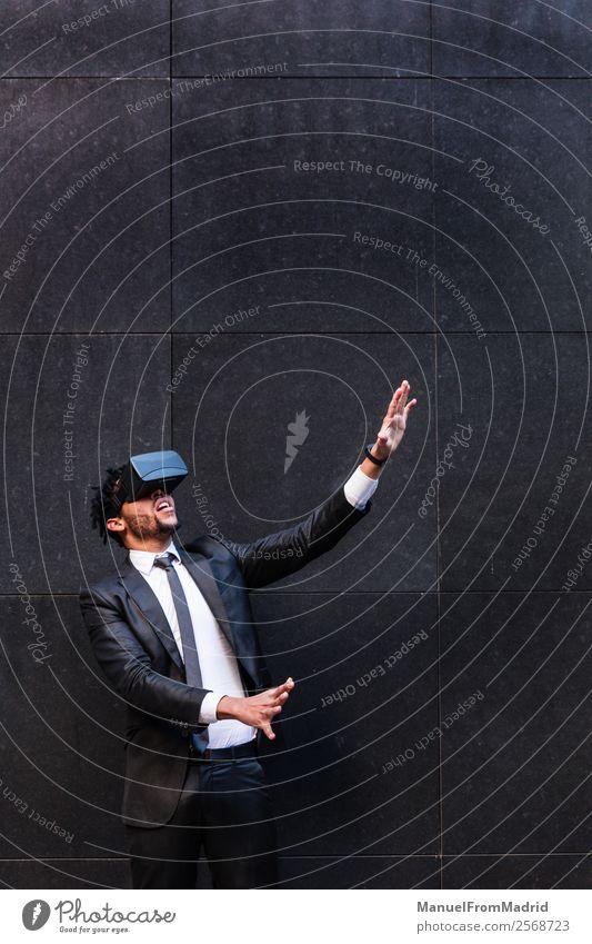 Jugendliche Junger Mann Hand Erwachsene Business modern Technik & Technologie berühren digital Anzug Entwurf Geschäftsmann Entertainment anhaben Video
