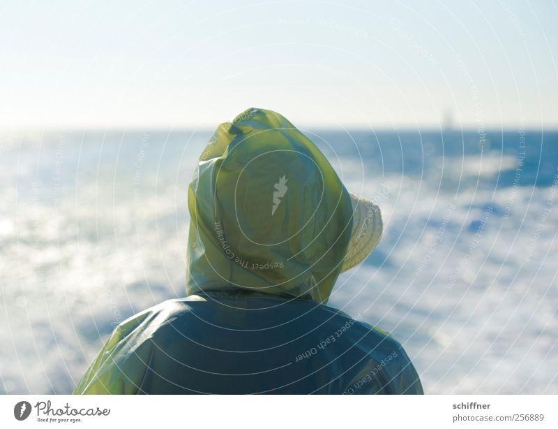 Die alte Frau und das Meer Mensch Wasser Sonne Meer Ferien & Urlaub & Reisen Einsamkeit Ferne Wellen Sehnsucht Hut Schönes Wetter Lebensfreude Schifffahrt genießen Fernweh Kapuze