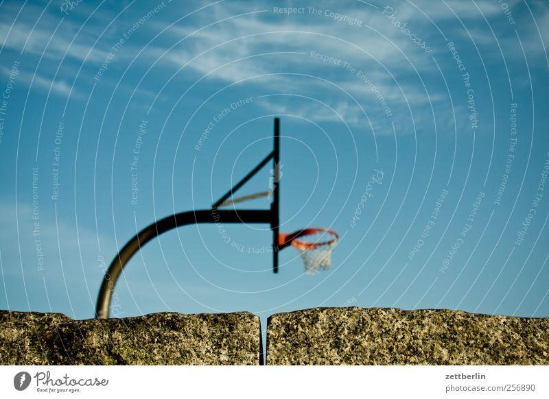 Basketball Freizeit & Hobby Spielen Sport Ballsport Sportstätten Herbst gut schön basketball himmel jugend Korb texfreiraum wallroth korbball Farbfoto