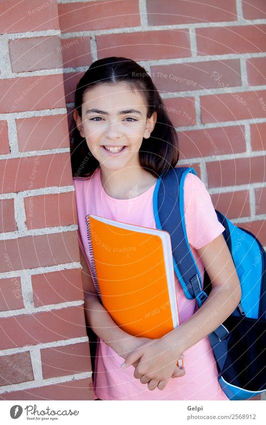 Bezauberndes Mädchen aus der Kindheit Lifestyle Glück schön Schule lernen Schulkind Studium Mensch Frau Erwachsene Jugendliche Buch Lächeln stehen