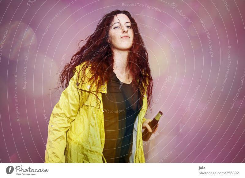 1500 | party! Mensch Frau rot gelb Erwachsene feminin Haare & Frisuren Feste & Feiern rosa Tanzen Getränk trinken violett Bier trendy Jacke