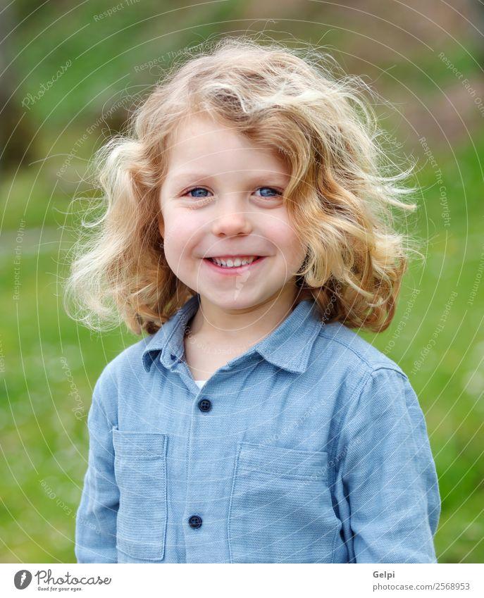 Liebenswertes kleines blondes Kind im Park Lifestyle Freude Gesicht Spielen Mensch Baby Junge Mann Erwachsene Kindheit Gras Lächeln lachen Fröhlichkeit heiß