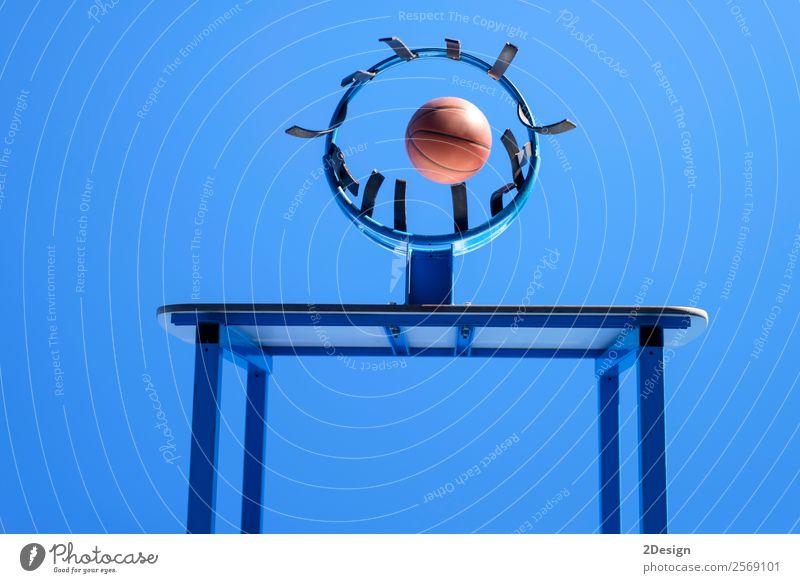Bild einer Kugel neben einem Basketballkorb Erholung Spielen Tapete Seil Himmel Wolken blau schwarz weiß Konkurrenz Aktion Gerichtsgebäude schnell Tor