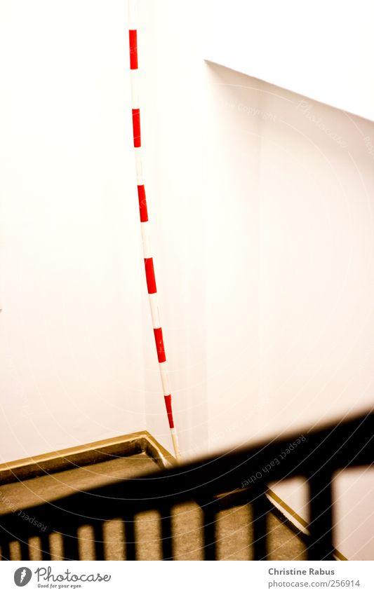 Absperrung gegen Unsichtbar weiß rot oben hell Linie Arbeit & Erwerbstätigkeit Treppe Schilder & Markierungen Hinweisschild Schnur Streifen Sicherheit Schutz Baustelle Güterverkehr & Logistik Kunststoff