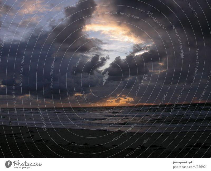 Texel Meer Wolken Strand dunkel Küste Wellen Europa Sturm dramatisch Niederlande Umwelt Wolkenformation Wolkenloch