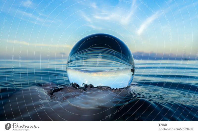 Meeresoberflächenwellen aus nächster Nähe in Glaskugel ruhig Ferien & Urlaub & Reisen Wellen Hand Umwelt Natur Landschaft Himmel Urwald Kugel nass blau