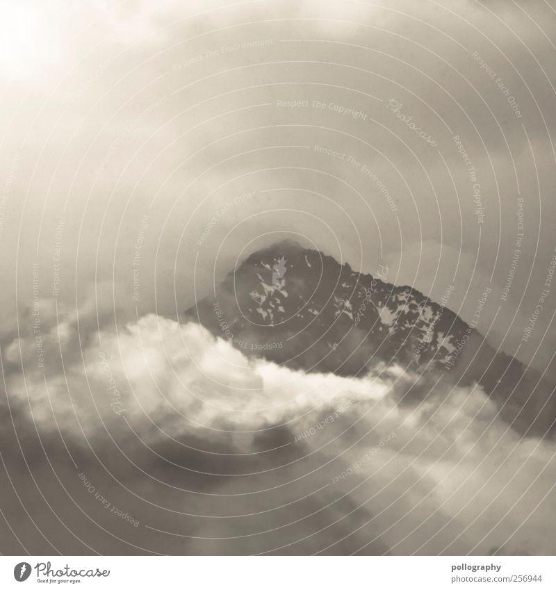 land in sicht Natur Landschaft Himmel Wolken Gewitterwolken schlechtes Wetter Unwetter Nebel Felsen Alpen Berge u. Gebirge Gipfel Schneebedeckte Gipfel Italien