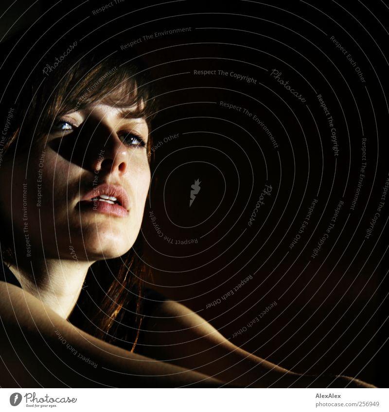 Ohne Dich! feminin Junge Frau Jugendliche 1 Mensch 18-30 Jahre Erwachsene brünett Blick sitzen träumen ästhetisch außergewöhnlich elegant dünn schön schwarz