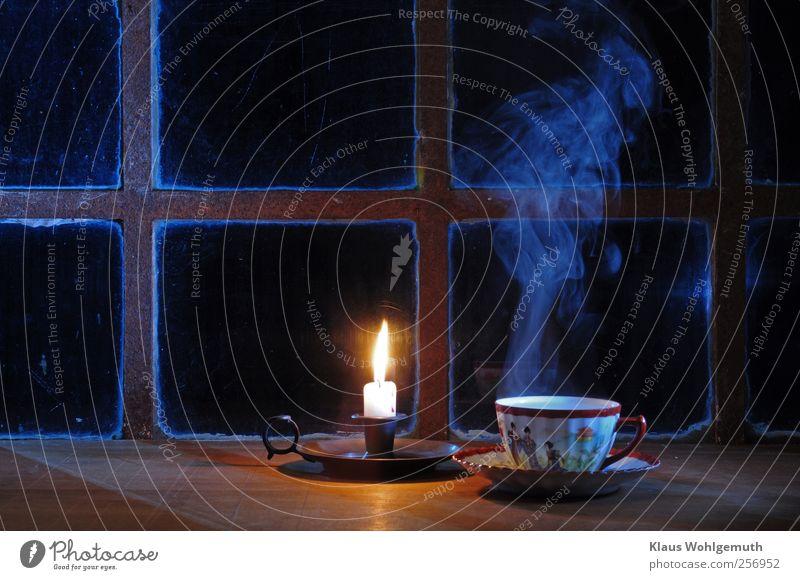 Teatime Lebensmittel Heißgetränk Tee Geschirr Tasse Fenster Glas blau gelb rot weiß Porzellan Chinaporzellan Teetasse Wasserdampf Erholung genießen Farbfoto
