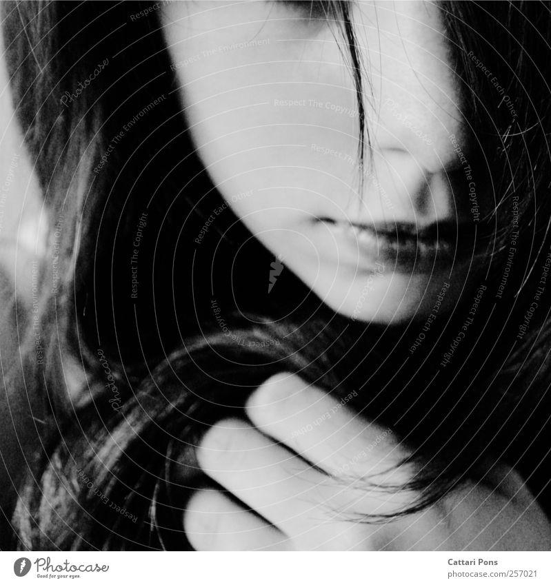 ourselves Frau Mensch Jugendliche Einsamkeit Erwachsene Gesicht feminin Haare & Frisuren Traurigkeit Mund natürlich Trauer einzigartig festhalten Lippen