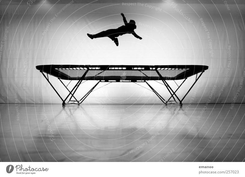 Die Trampolin Silhouette Mensch Mann Jugendliche weiß Freude schwarz Erwachsene Sport Bewegung springen Stil Körper Kraft fliegen hoch maskulin