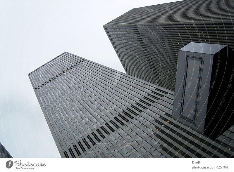 Up to the sky Haus New York City Manhattan Gebäude Himmel Niveau Hochhausfassade himmelwärts aufwärts Froschperspektive Zentralperspektive modern