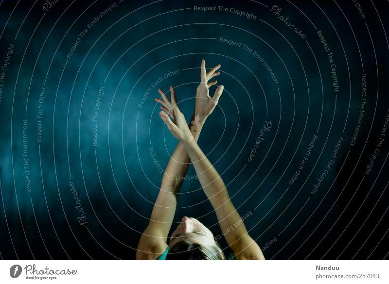Mit den Händen sehen, mit dem Herzen hören. Mensch Frau Jugendliche Hand Erwachsene Erholung feminin Tanzen Arme ästhetisch 18-30 Jahre Junge Frau dünn genießen