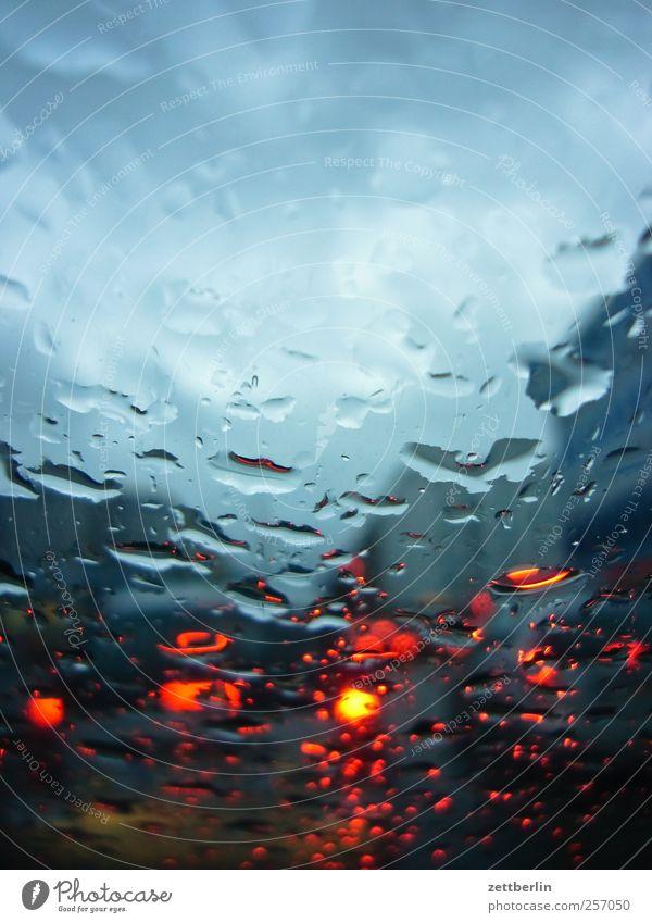 Regen Wasser rot Herbst Straße Umwelt PKW Wetter nass Verkehr Wassertropfen Klima Schmerz Müdigkeit Autofahren schlecht