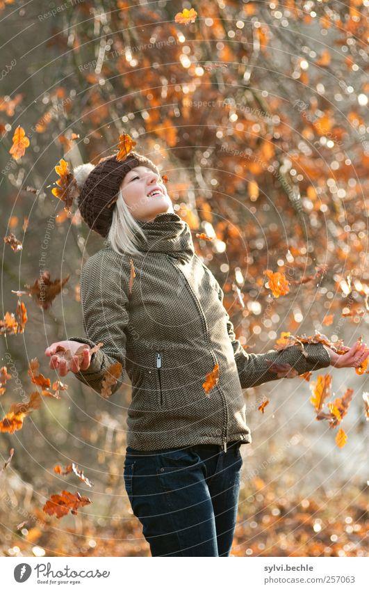 Heherbst adeeeeee ... Mensch Natur Jugendliche Baum Freude Blatt Erwachsene Wald Herbst feminin Leben kalt Umwelt Glück Wetter