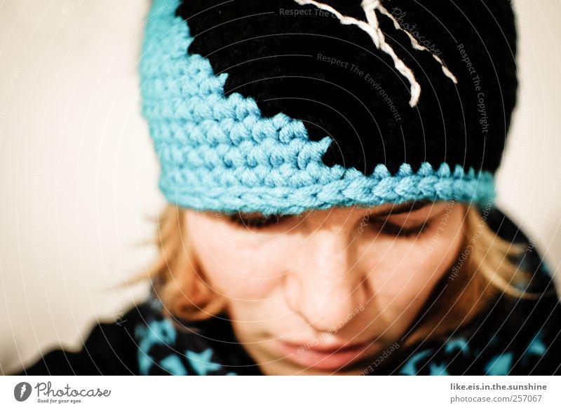 mützenkind feminin Junge Frau Jugendliche Erwachsene Kopf Haare & Frisuren Gesicht Auge Nase Mund Lippen 1 Mensch 18-30 Jahre Winter Mütze blond Wärme weich