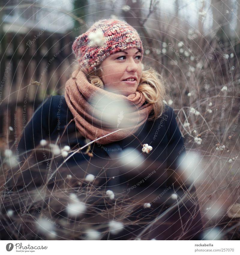 wintermärchen. Mensch Jugendliche schön Winter Freude Erwachsene feminin Glück Wärme Mode Zufriedenheit blond ästhetisch Bekleidung einzigartig