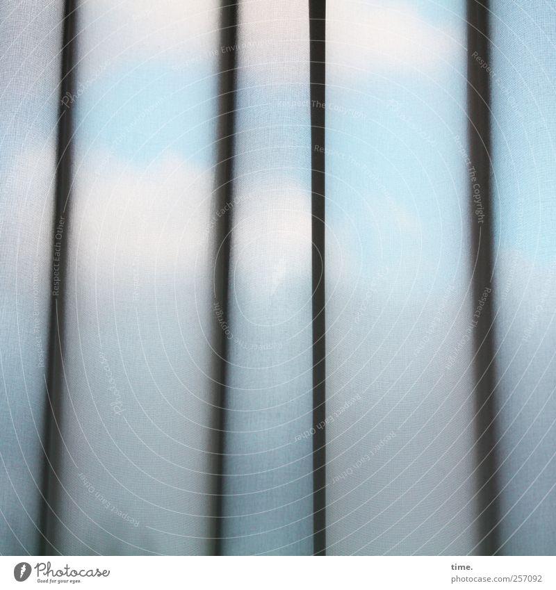 Hotelzimmeraussicht Raum Wohnzimmer Fenster Gefühle geheimnisvoll Langeweile Neugier Surrealismus träumen Traurigkeit Umwelt Gardine Vorhang Textilien Wolken