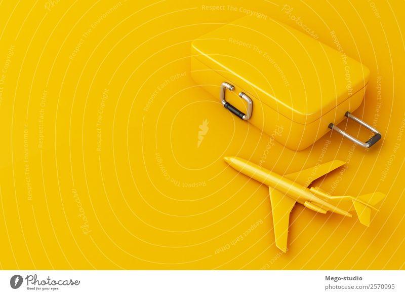 3d Reisekoffer und Flugzeug auf gelbem Hintergrund. Design Glück Erholung Freizeit & Hobby Ferien & Urlaub & Reisen Tourismus Ausflug Abenteuer Sommer Strand