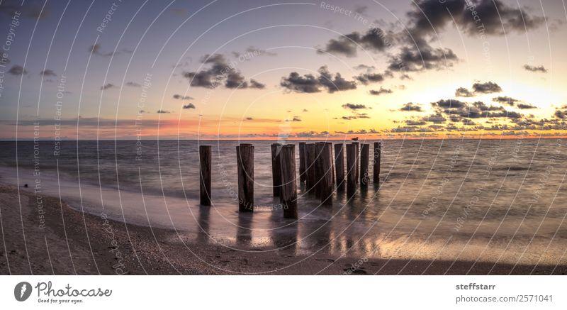 Verfallene Ruinen eines Piers am Port Royal Beach bei Sonnenuntergang Strand Meer Wellen Landschaft Wolken Küste schön Port Royal Strand Abenddämmerung