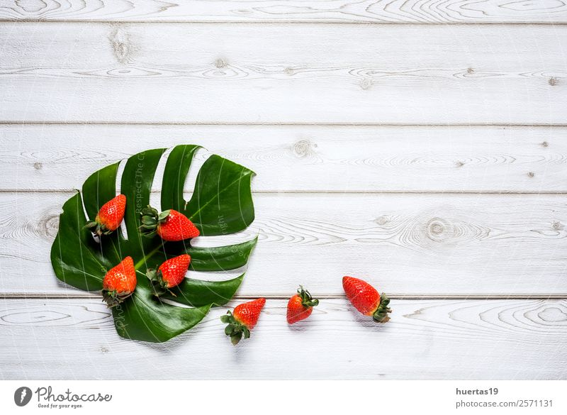Mischung aus Erdbeeren Lebensmittel Frucht Dessert Ernährung Frühstück Abendessen Vegetarische Ernährung Diät Tisch Menschengruppe Blatt alt frisch lecker