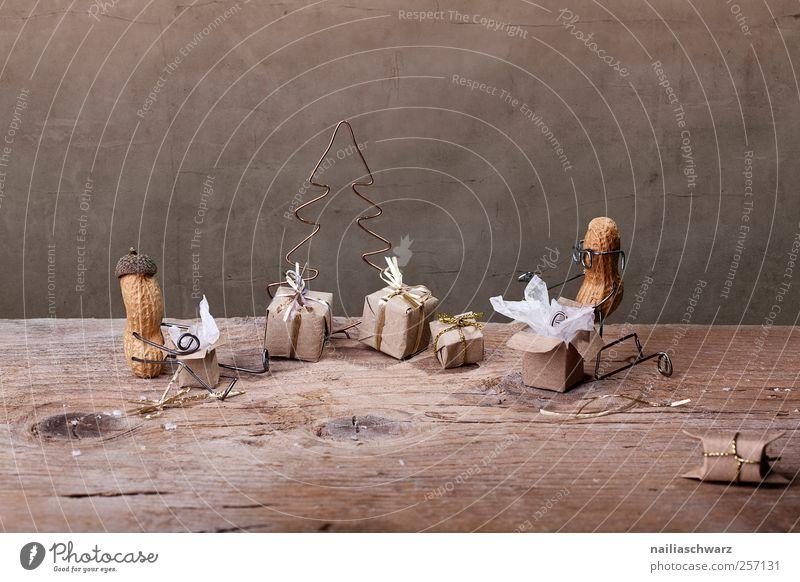 Weihnachtszeit Erdnuss Freude Häusliches Leben Feste & Feiern Weihnachten & Advent Mensch 2 Holz Metall Zeichen knien sitzen ästhetisch Glück klein lustig braun