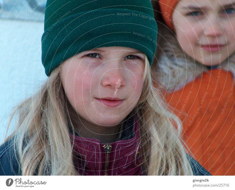 WinterKind II Mädchen kalt Schnee Mütze